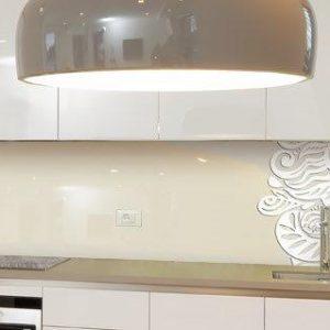 מטבח זכוכית פרחוני לבן